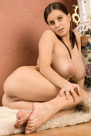 Big Boobs Legs Porn Pictures